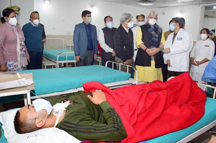 Lt Governor visits injured jawans in GMC, lauds their exemplary courage and bravery