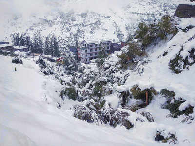 Snowfall, rains shut highways, Mughal road