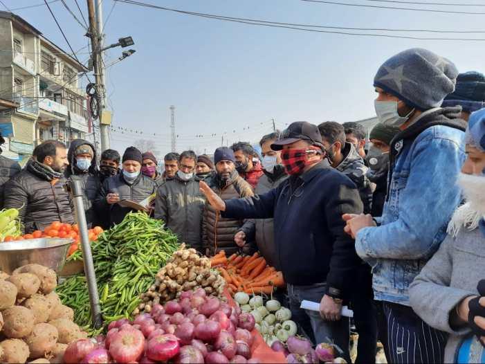 SMC conducts market checking in Srinagar