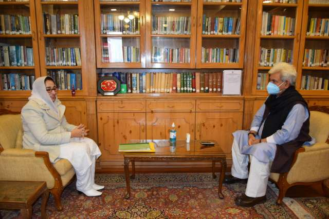 Dr. Darakhshan Andrabi calls on Lt Governor