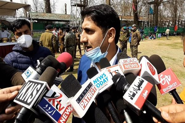 Wearing Face masks mandatory, violators will be fined: DC Srinagar