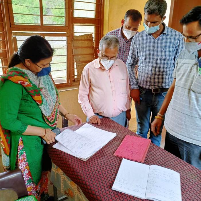 Director AHD Jammu visits field centers in Reasi & Udhampur district