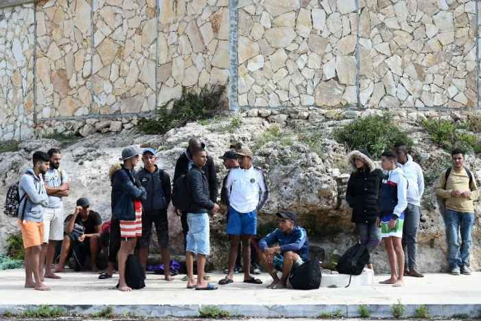 Over 1,000 migrants land in Italy, spark tension