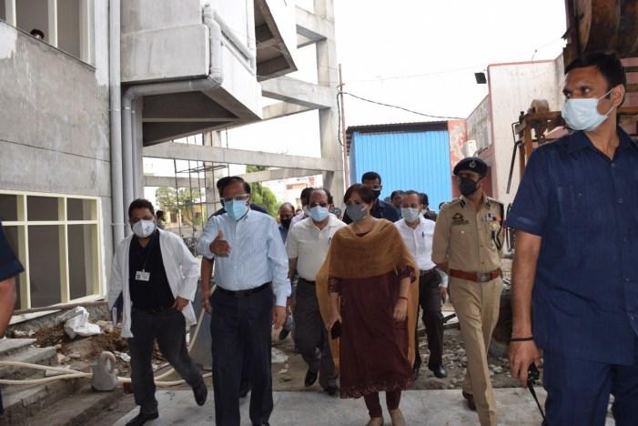 Advisor Bhatnagar Visits District Samba, reviews COVID situation