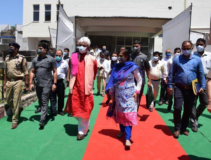 Lt Governor visits Kathua, Samba; reviews Covid Containment Measures