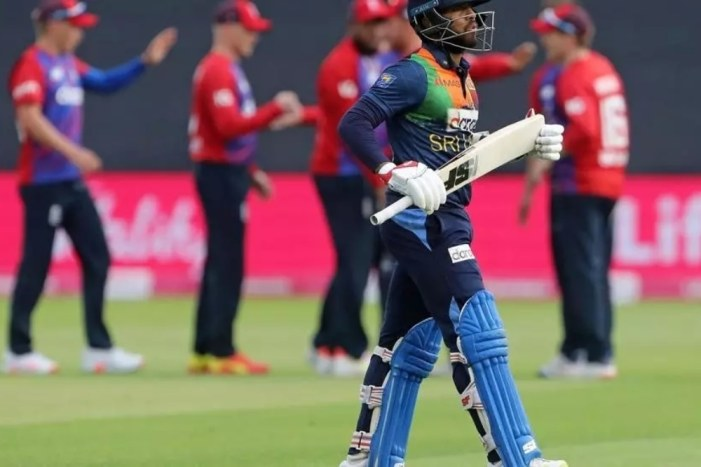 Sri Lankan fans abandon players after drubbing
