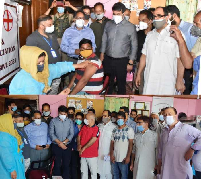 DC Srinagar inspects City markets; takes stock of enforcement measures for CAB