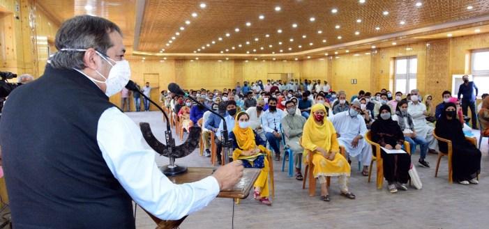Advisor Baseer Khan visits Kashmir Haat