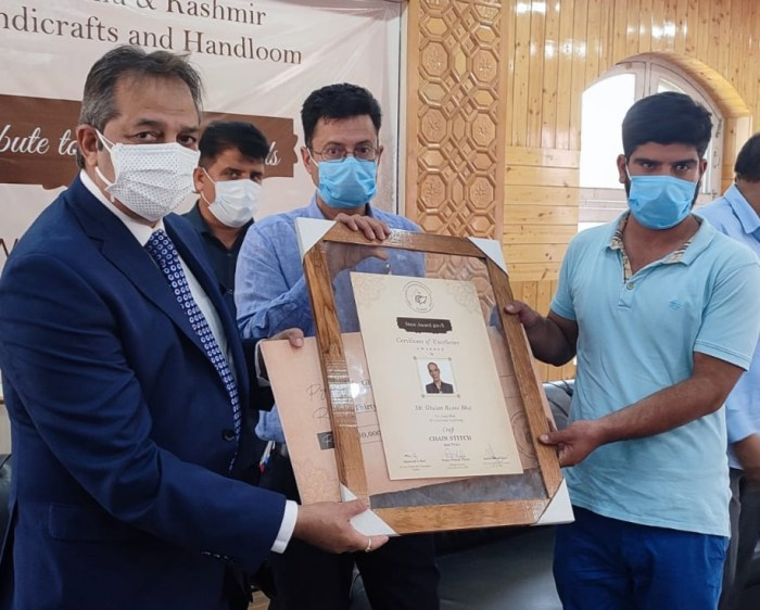 Advisor Baseer Khan confers awards to artisans in Handicrafts sector