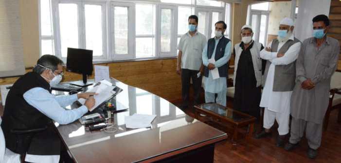 Advisor Baseer Khan meets deputations, individuals at Civil Secretariat