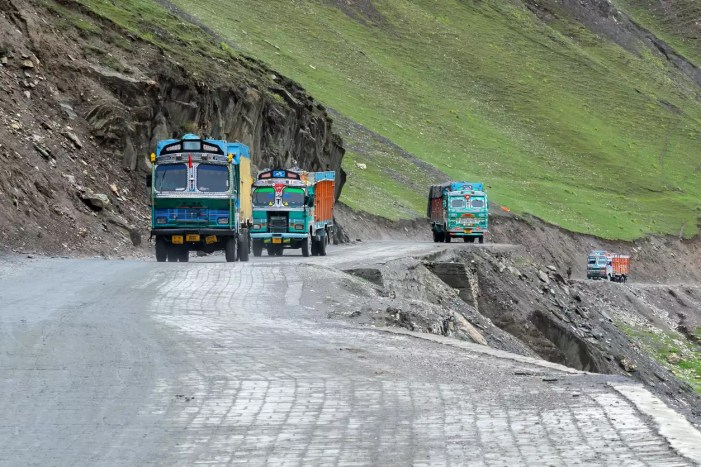 No traffic on Srinagar-Leh national highway for maintenance