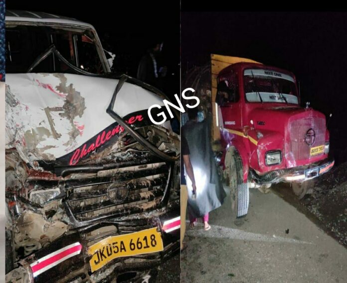 5 Persons Injured In Truck-Sumo Collision in Kupwara's Kralpora