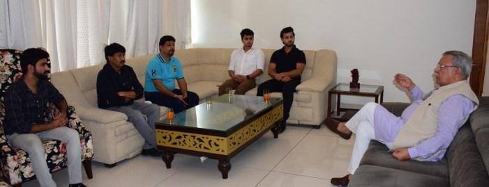 Roll Ball Association delegation calls on Advisor Farooq Khan