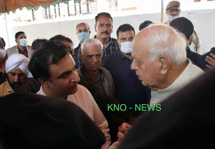Farooq pays rich tributes to Bindroo medicate, visited his family