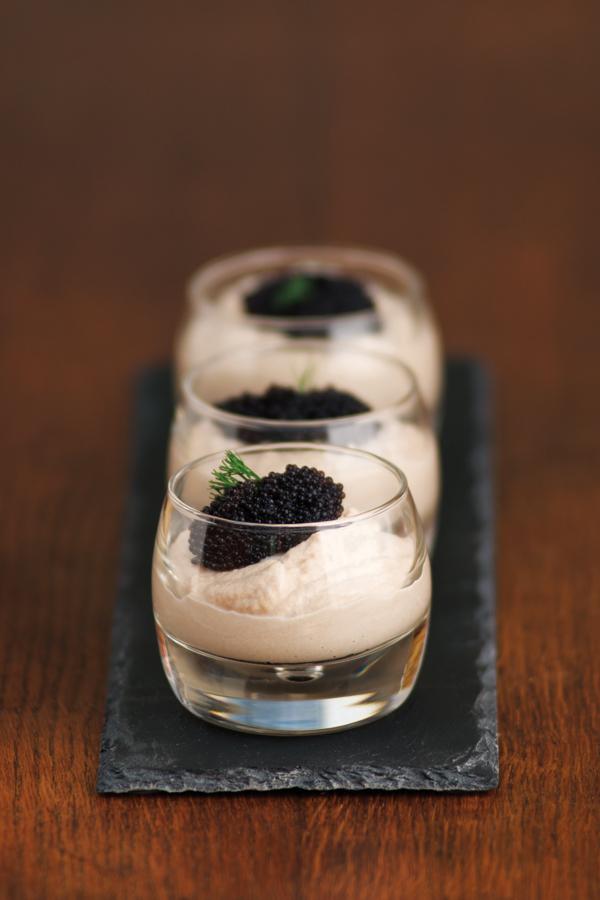 Mousse de hareng fumé et caviar suédois