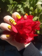 Cute bumble bee nails
