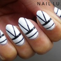 Monochrome V Striped Nails