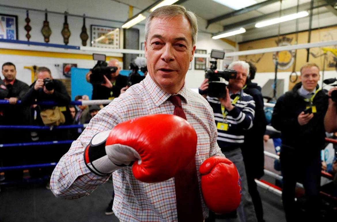 Brexit Party leader Nigel Farage wears boxing gloves at a general election campaign event at Bolsover Boxing Club in Chesterfield, Britain November 5, 2019. REUTERS/Phil Noble TPX IMAGES OF THE DAY