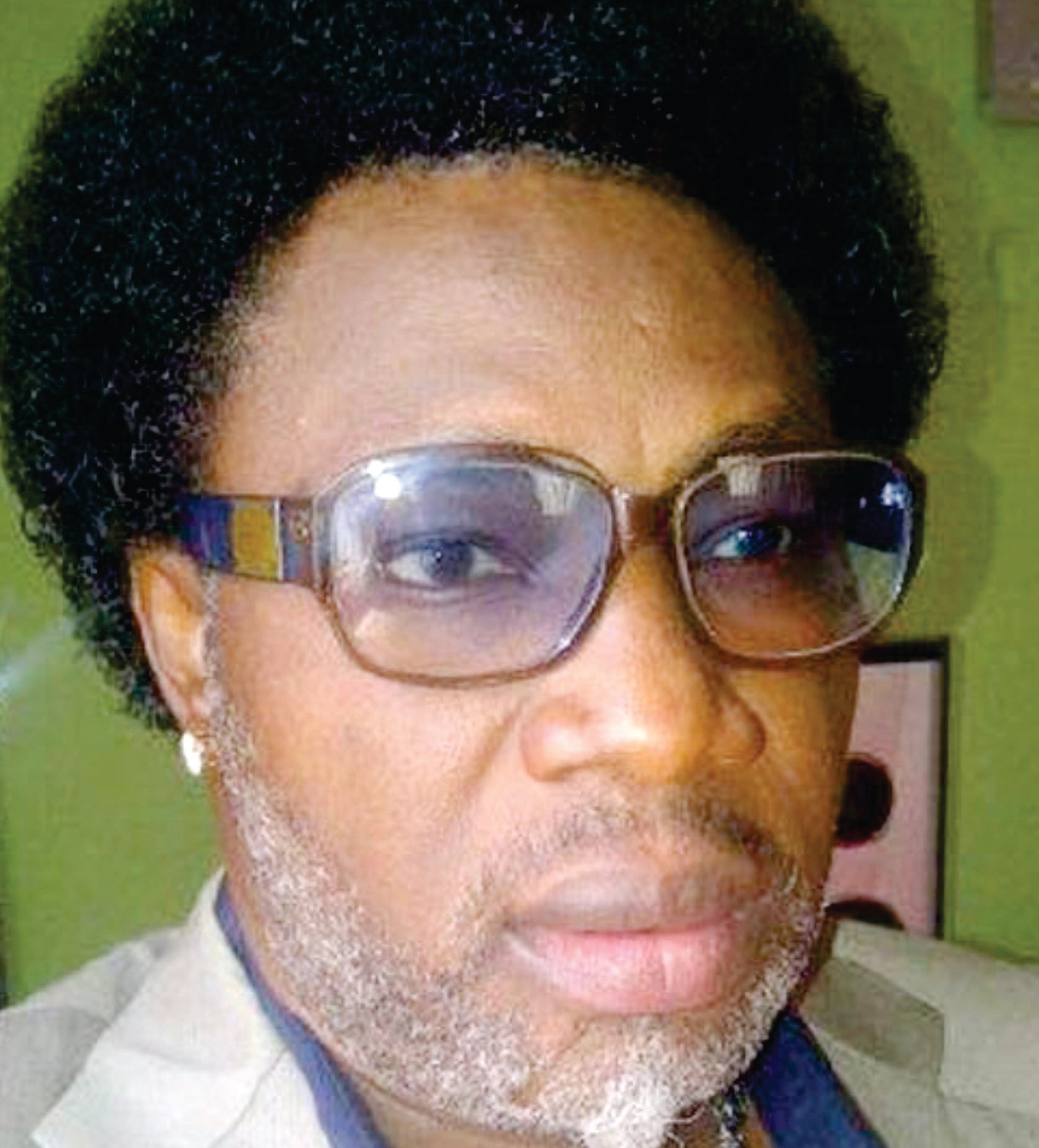 Popular Nollywood actor adopts barbing, hairdressing as a means of livelihood