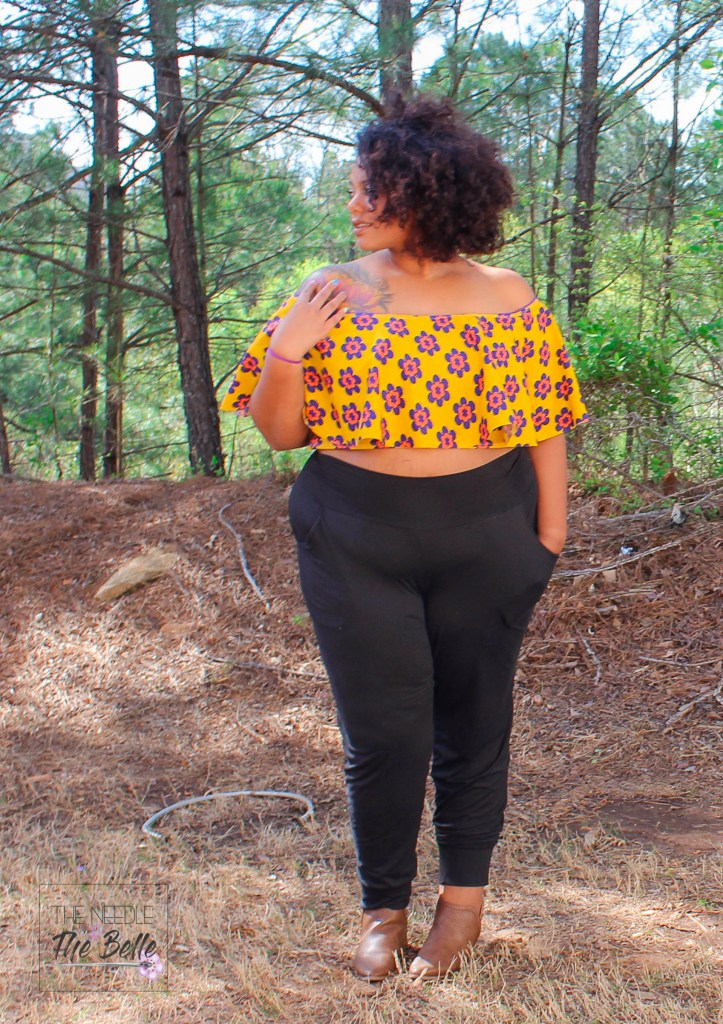Guys. I'm a curvy girl rocking a crop top and it won't stop! The Be The Leader top from Ellie & Mac is such a must-have for every girls wardrobe!!!