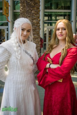 Daenerys and Cersei (@starlinecosplay and @westbergcosplay)