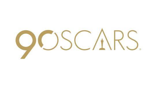Oscar 2018: Il bicchiere di vino rosso di Jennifer Lawrence e il vestito – lampadario di Salma Hayek?