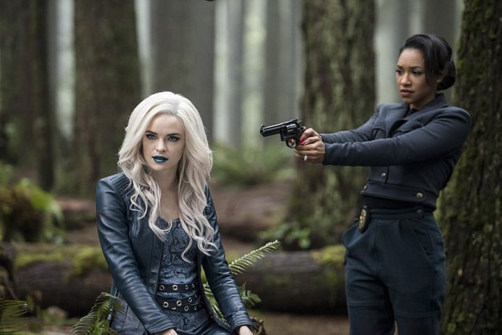 the-flash-escape-from-earth-2-review-killer-frost-and-iris