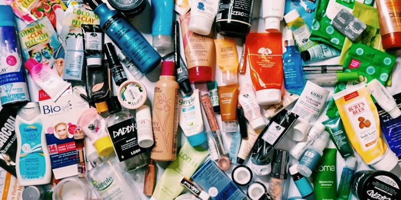 Makeup Minimalism | 2018 Rolling Project Pan & Declutter Finale