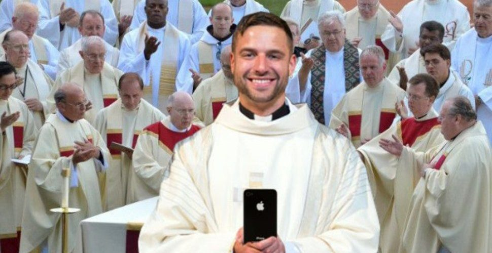 """Newly Ordained Fr. Kevin Spends All Of Mass Playing """"Flappy Bird"""" On Phone"""