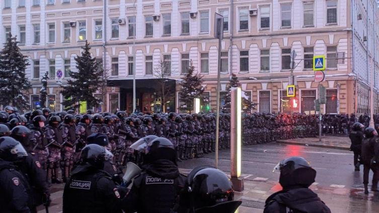 Russian Protest: Anti-Corruption, Pro-Navalny, and Violent