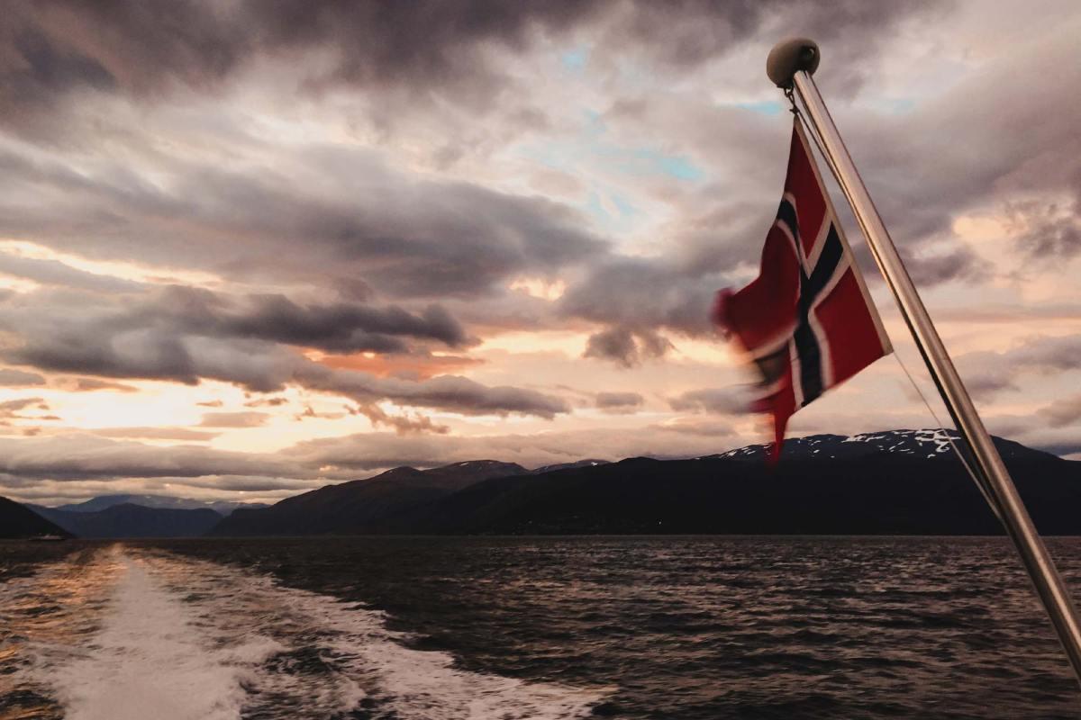 Fjordensafari richting Bergen met zonsopkomst