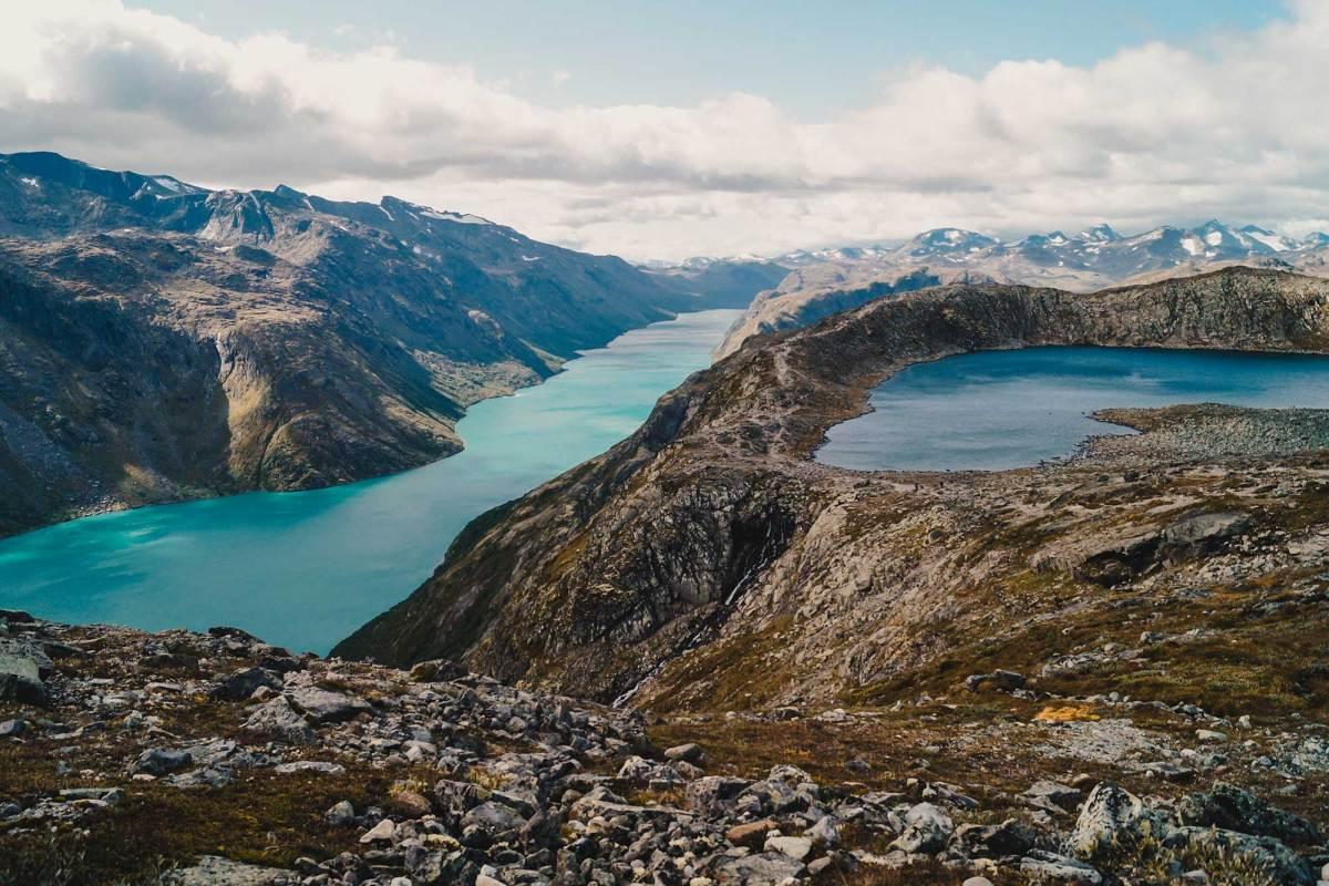 Hike de spectaculaire Besseggen Trail