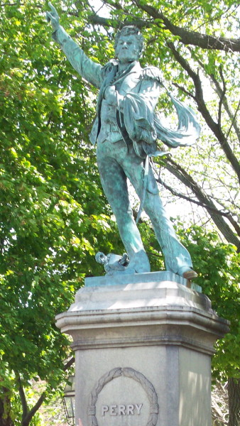 Commodore_Oliver_Hazard_Perry_Statue,_Eisenhower_Park,_Newport,_RI
