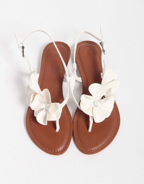 Summer Sandals | The Newport Bride