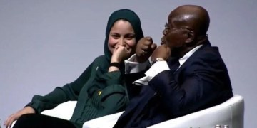 Arab Feminist Schools Akufo Addo at Women Deliver Conference and invites him to dinner, VIDEO