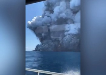 Fox News Today: American couple on honeymoon seriously injured in New Zealand volcano eruption