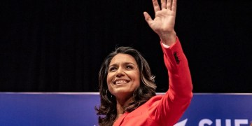 tulsi-gabbard-wins-push-up-contest-at-new-hampshire-town-hall