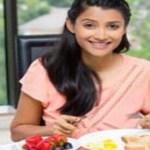30-40 की उम्र में महिलाओं को स्वस्थ रहने के लिए जरूर खाने चाहिए ये 10 आहार, मिलेगा पोषण रहेंगी रोग-मुक्त