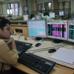सेंसेक्स में 323 और निफ्टी में 82 अंकों की गिरावट, बैंकिंग शेयरों में भी भारी बिकवाली, बजाज फाइनेंस का शेयर 3% नीचे