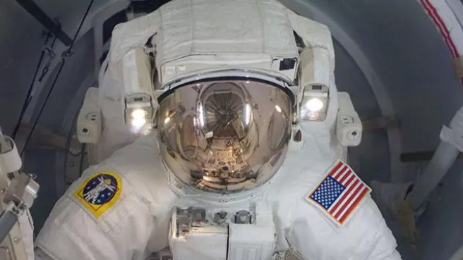 NASA working on space dust repeller & AR headset for astronauts