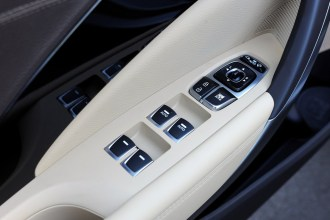 2017 Hyundai Azera sedan model overview window controls