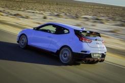 2019 Hyundai Veloster N performance division hatchback specs driving suspension