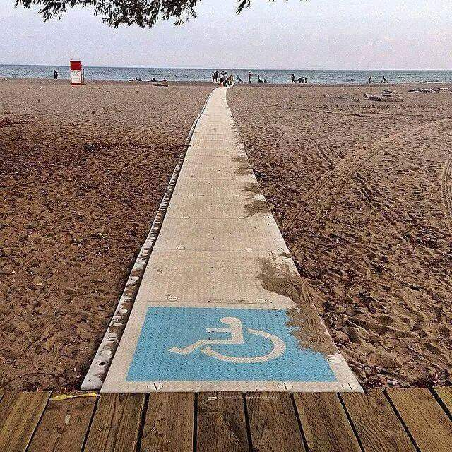 An access ramp helps those with disabilities enjoy our beaches. (via Ivonne Perez Suarez on Facebook)