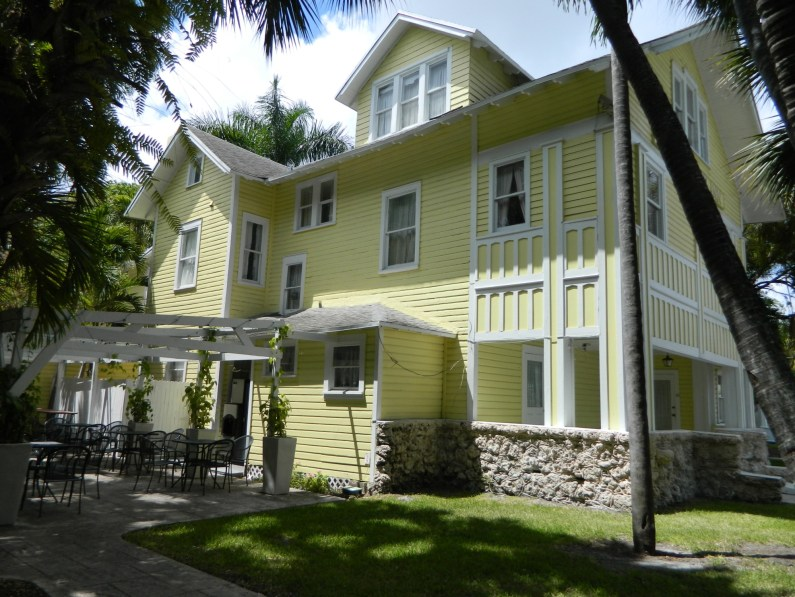 The exterior of one of the houses at the River Inn (Courtesy of River Inn Miami)