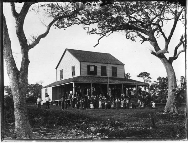 Men, women and children gathered in front of the Bay View House on Christmas Day (later called the Peacock Inn), Coconut Grove. Many of the children are holding toys. (Courtesy of HistoryMiami Museum)