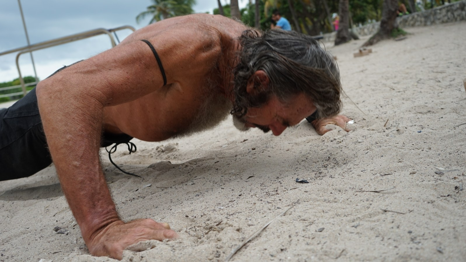 Raven does 100 push-ups before his run. (Credit: Roshan Nebhrajani/The New Tropic)