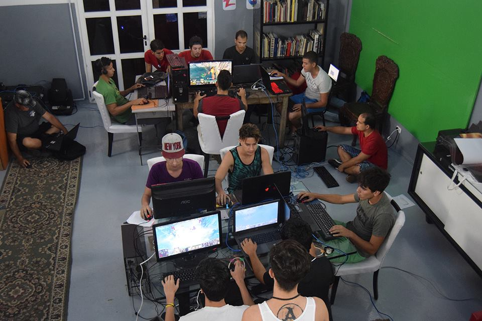 Pro gamers compete in the DOTA 2 tournament. (Photo courtesy of Cachivache Media)