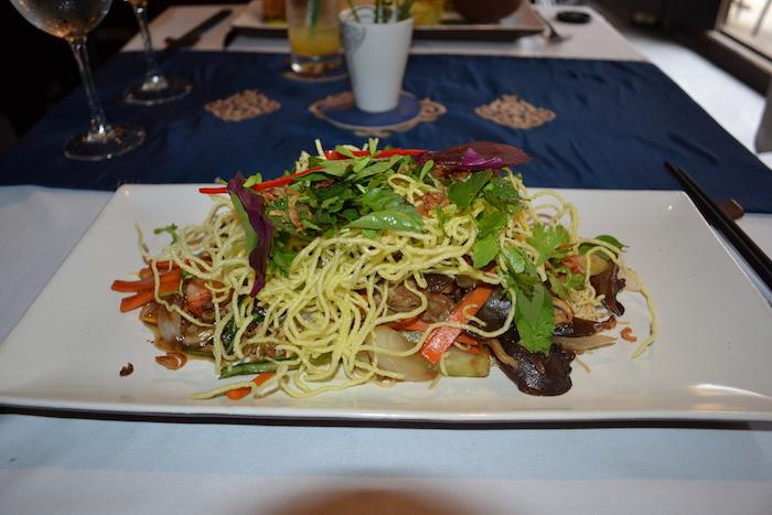 Plato de noodles en el restaurante Ancient Faifo en Hoi An