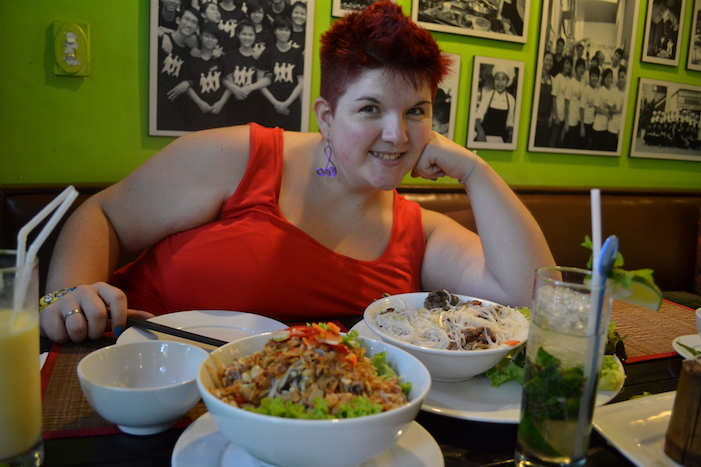 Comida en el restaurante KOTO en Hanoi