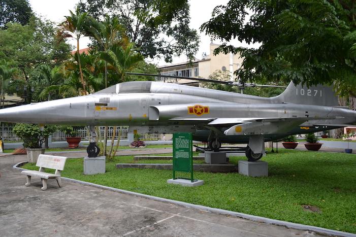 Reactor F-5 con el que se bombardeo el Palacio de la Reunificación